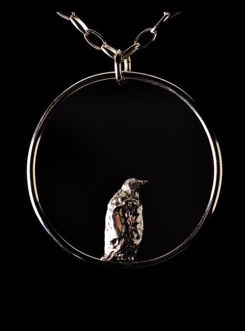 Halskæde med vedhæng i sterlingsølv. Pingvin på Antarktis.