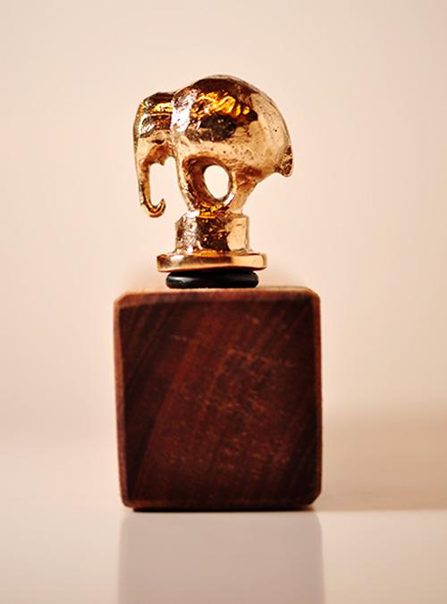 Vinprop. Bronzefigur af elefant.