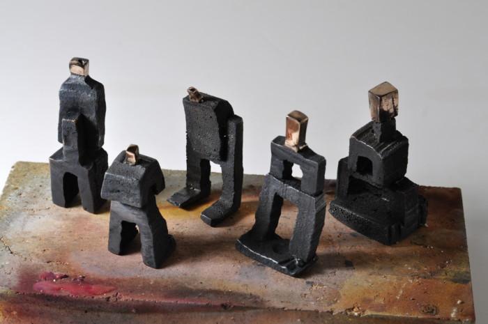 5 skulpturer i bronze set fra oven.