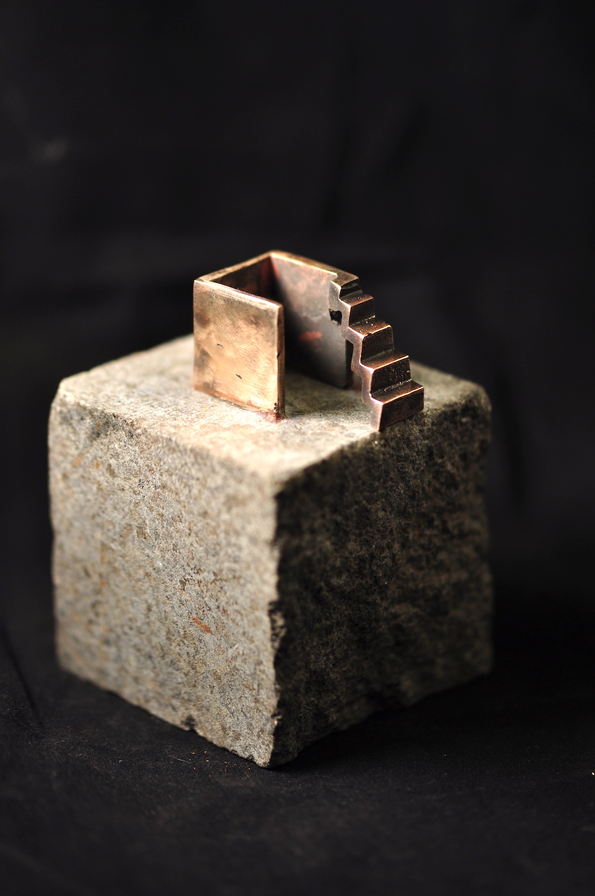 Trappen - Arkitektur skulptur i bronze.