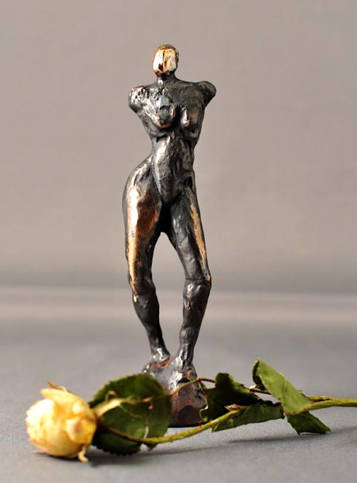 Bronzefigur af kvinde