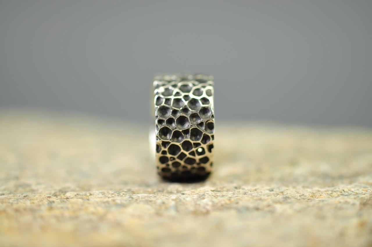 Ring - oxyderet sterlingsølv - Monbo Håndlavede Smykker - Fingerringe